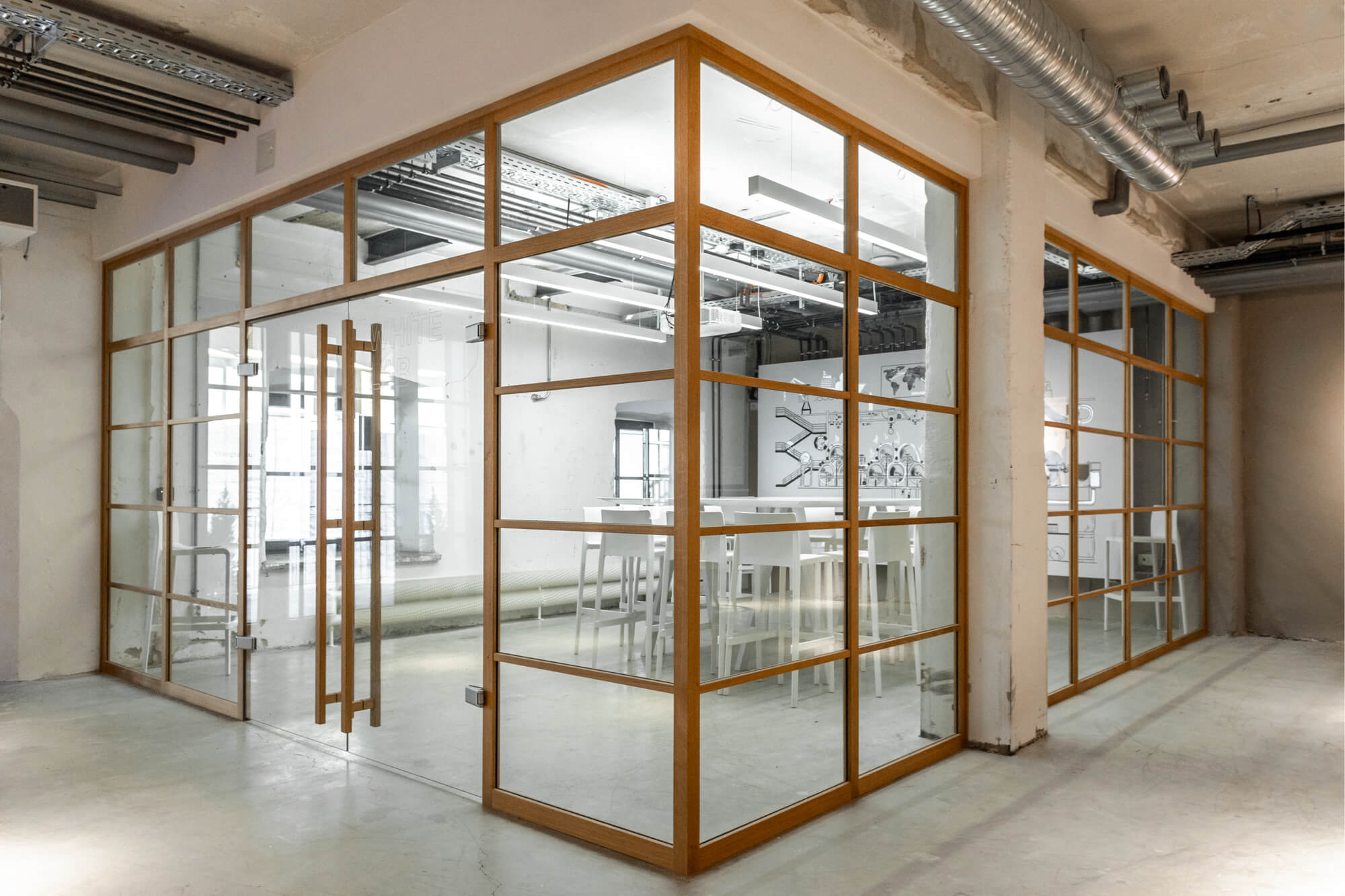Modern meetingroom with see-trough glassy walls